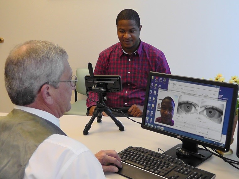 Importance of the differences between iris and retina biometrics