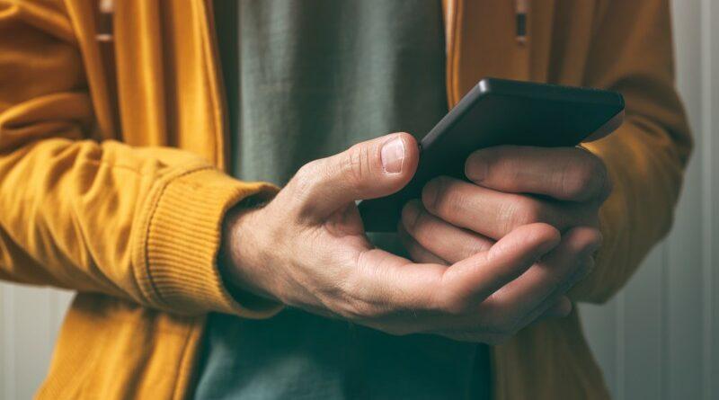 unlocking-smartphone-with-fingerprint-scan-sensor-